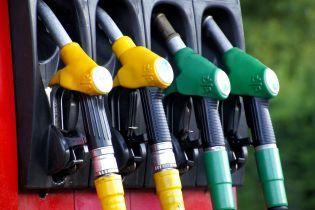 Експерт пояснив, чому ціни на бензин продовжать бити антирекорди