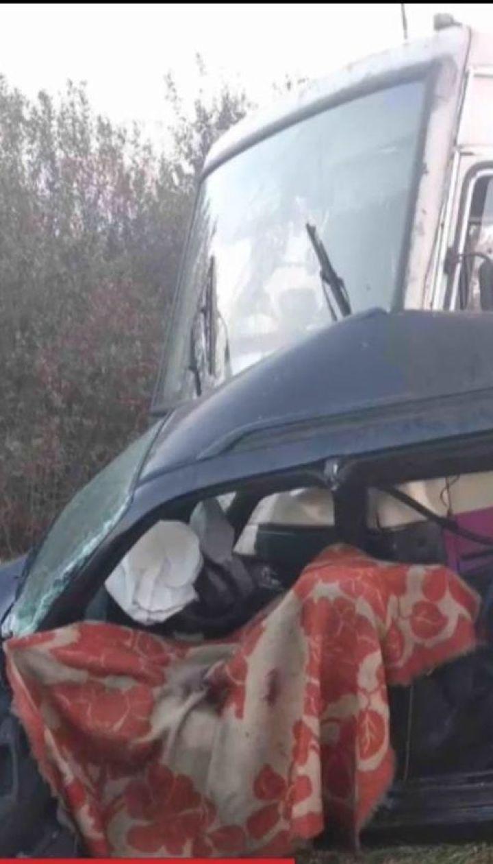 На Львівщині легковик зіткнувся з маршруткою, є загиблі