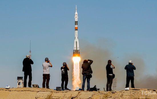 """Невдалий запуск. Опубліковані фото зльоту та аварійного приземлення екіпажу ракети """"Союз"""""""