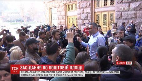 В Киевсовете начали заседание по застройке на столичной почтовой площади
