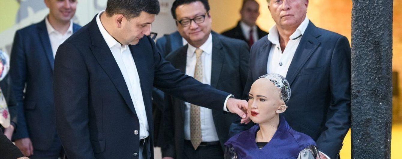 Гройсман поговорил с роботом Софией об Украине