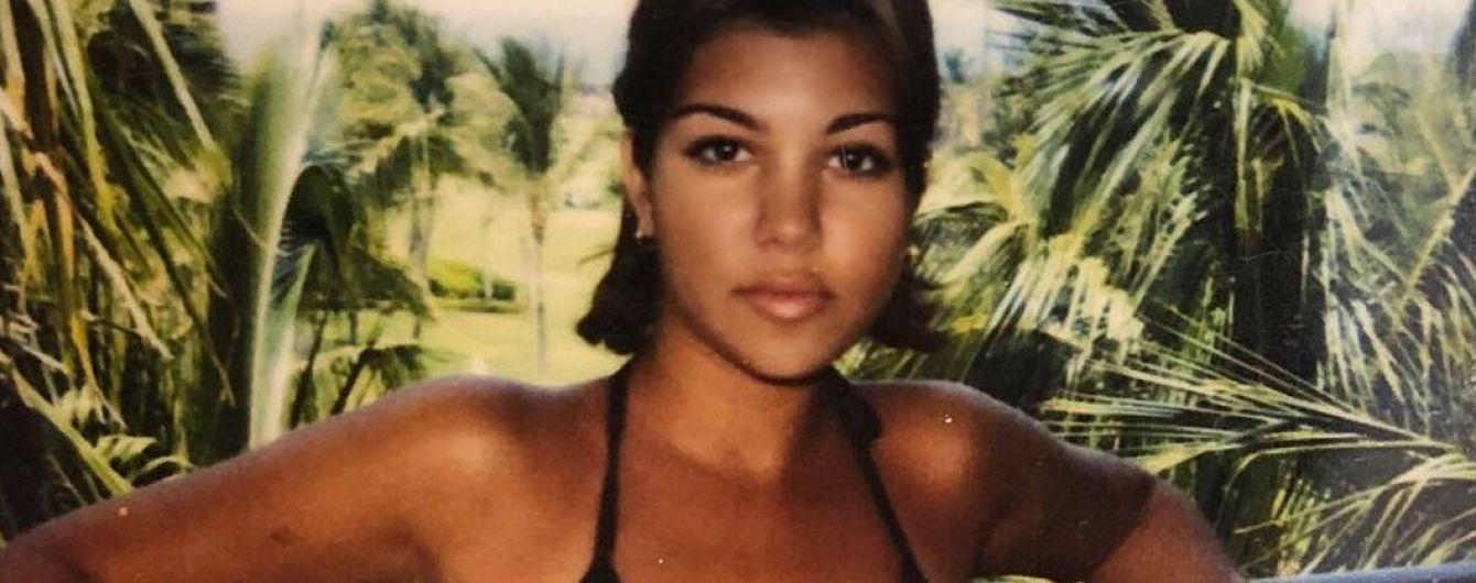 Была хороша и раньше: Кортни Кардашьян показала, как выглядела в бикини в 25 лет
