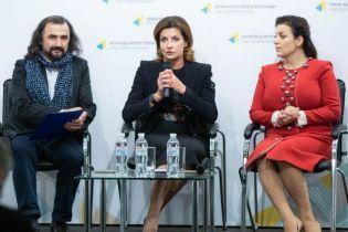 Черный наряд с ярким акцентом: деловой образ Марины Порошенко