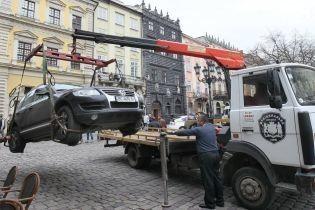 Во Львове разрешили эвакуировать авто за неправильную парковку