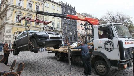На всій території Львова паркінги стануть платними. У місті одразу піднімуть ціни на паркування