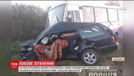 На Львіщині зіткнулись автівка та маршрутка, двоє людей загинуло