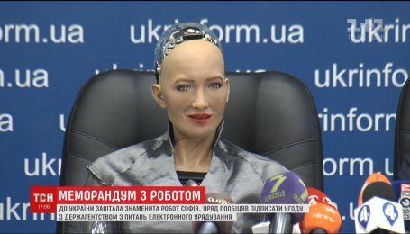 Робот София приехала в Украину, чтобы развивать робототехнику