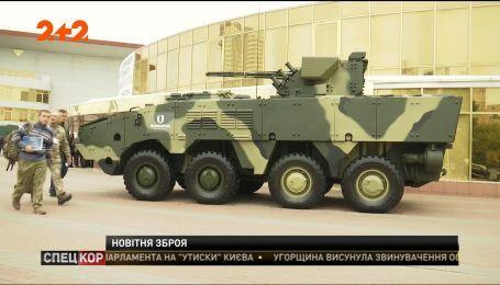 """У Києві відкрилася виставка """"Зброя та безпека"""""""