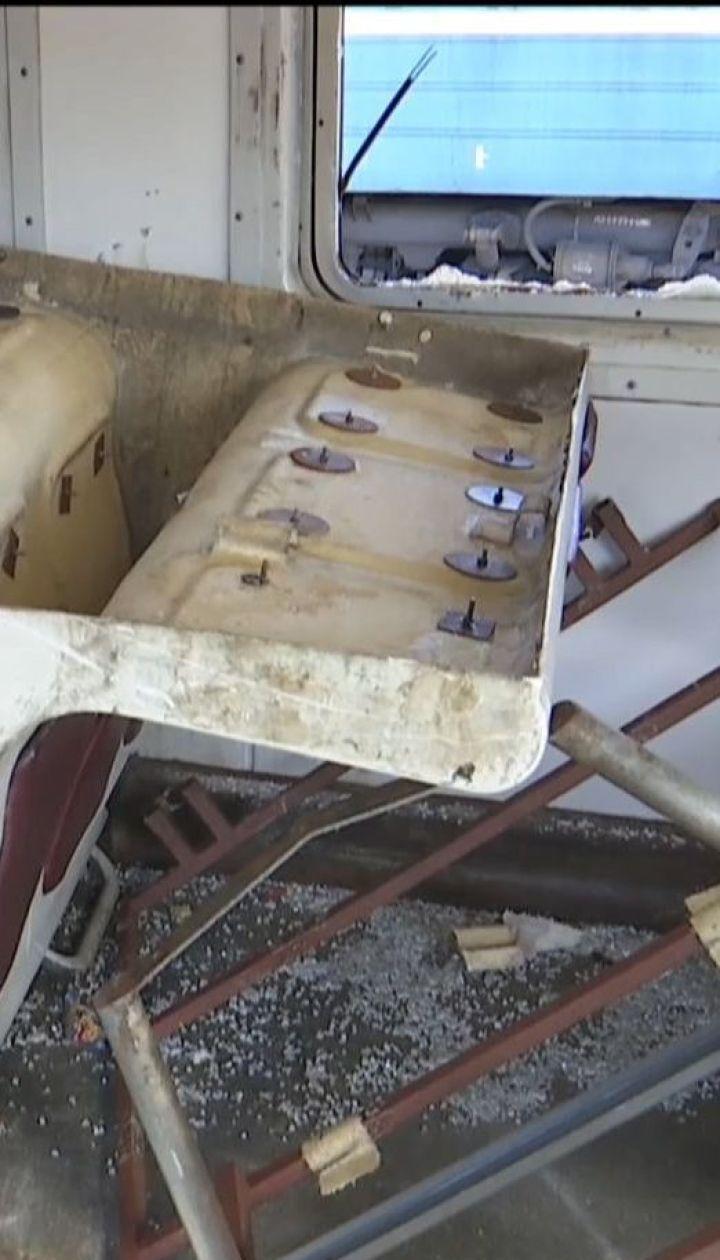 Група вандалів за 15 хвилин фактично знищила вагон електрички