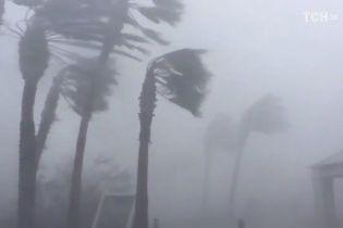 Потужний ураган насувається на Мексику