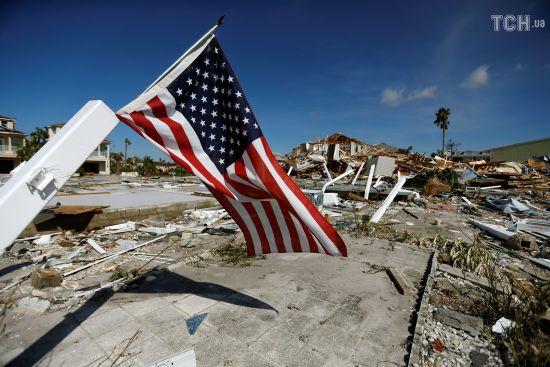 """""""Коли в будинку відривало дах, сховалися у ванній"""": жителі Флориди розповіли про зустріч із """"Майклом"""""""