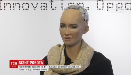 """Робот София готовится к прямому эфиру на """"1+1"""""""