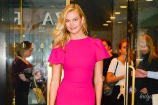 В ярком платье за 2 тысячи долларов: Карли Клосс посетила популярное шоу