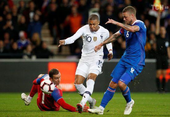 Франція дивом уникла поразки у домашній грі з Ісландією, Мбаппе забив історичний м'яч