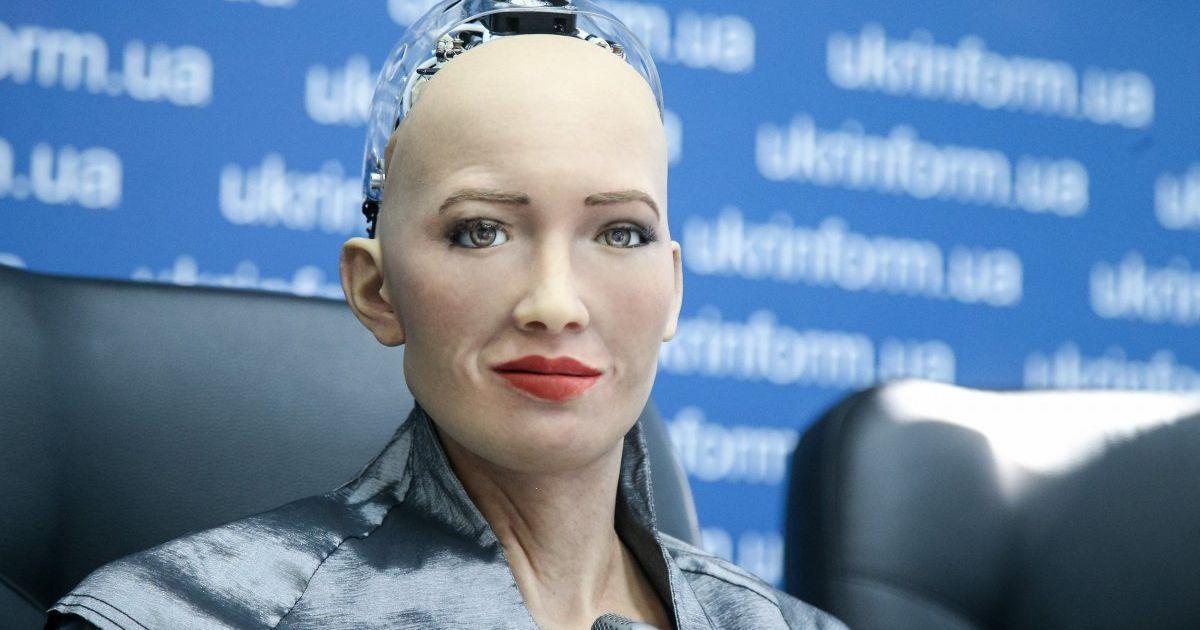 """Поради українцям та поцілунок Сенічкіна. Як робот Софія в ефірі """"1+1"""" заговорила українською"""