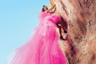 50-річна Джулія Робертс у барвистих сукнях полазила скелями у новій фотосесії