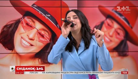 "Співачка Джамала презентувала альбом ""Крила"" і заспівала у студії ""Сніданку"""