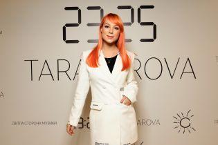Спустя месяц после родов: Светлана Тарабарова в белом жакете и велосипедках презентовала свой новый альбом