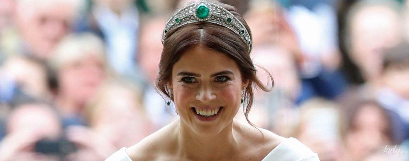 С декольте, открытой спиной и в тиаре с изумрудами: свадебный образ принцессы Евгении