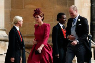 Яскрава Кейт та стримана Меган: герцогині з чоловіками з'явились на весіллі принцеси Євгенії