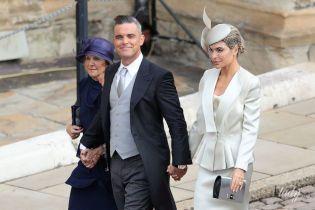 Краватка в тон взуття дружини: Роббі Вільямс на королівському весіллі