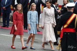 Красива королева Летиція разом з доньками прийшла на урочистий парад