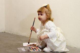 ТСН stories. Маленький бізнес: як трирічна художниця створює картини вартістю у сотні доларів