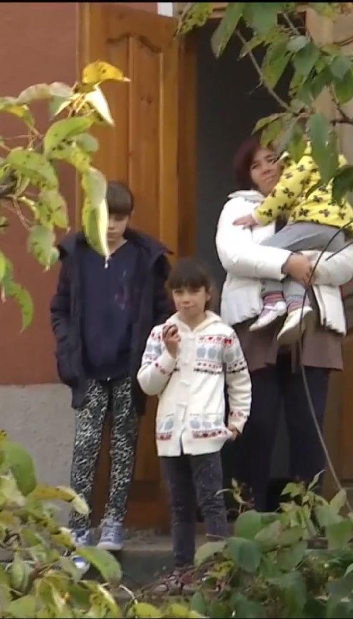 Багатодітна родина бійця АТО на Львівщині отримала від невідомого добродійника ключі від житла