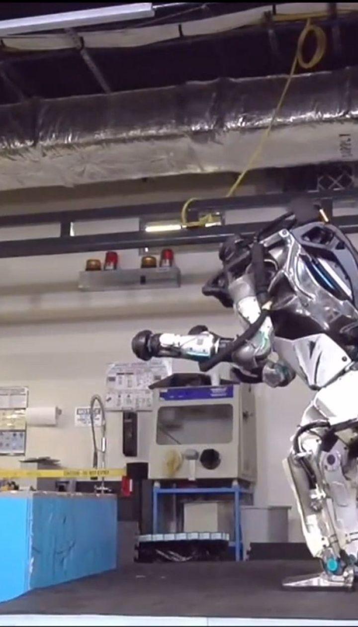 Паркур от андроида. Американская компания научила робота ловко преодолевать любые препятствия