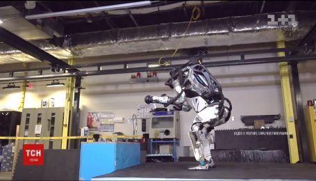 Паркур від андроїда. Американська компанія навчила робота вправно долати будь-які перешкоди