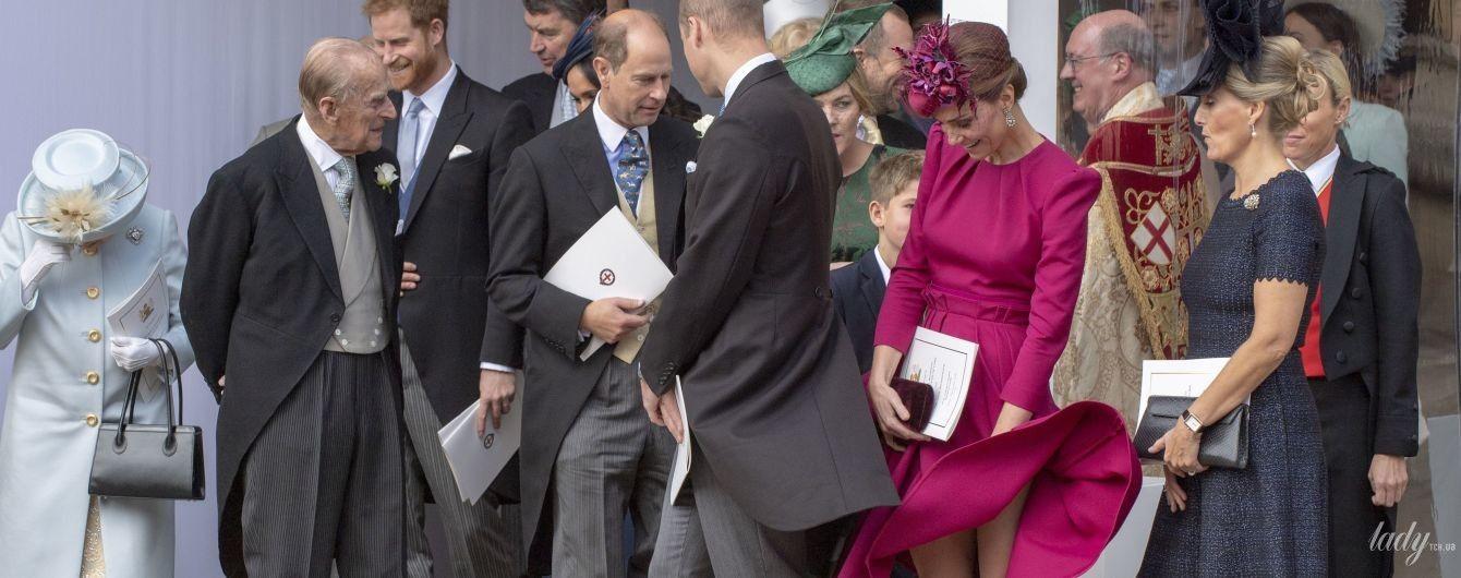 Конфузы на королевской свадьбе: как герцогиня Кембриджская и принцесса Анна боролись со стихией