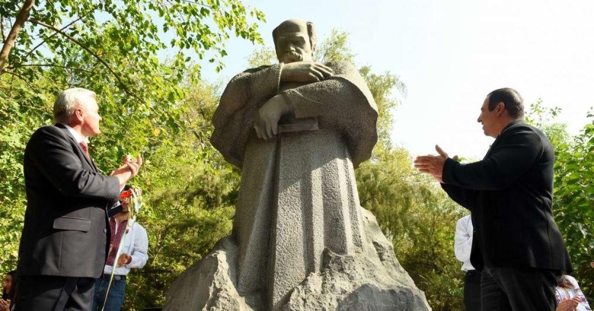 В Ереване торжественно открыли памятник Тарасу Шевченко