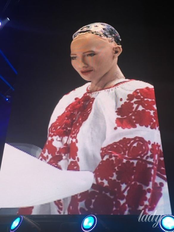 Робот София_3