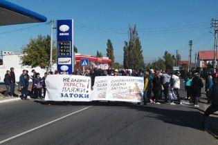 На Одещині люди перекрили трасу протестуючи проти забудови узбережжя