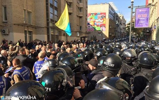 У центрі Києва сталася сутичка між активістами та поліцією