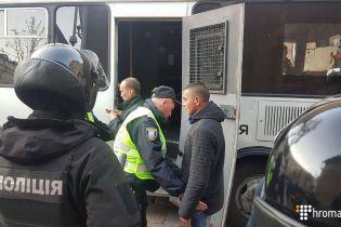В полиции сообщили об около 100 задержанных возле Киево-Печерской лавры