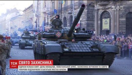 Тысячные марши, молебны и фотовыставки: украинцы отметили сразу несколько праздников