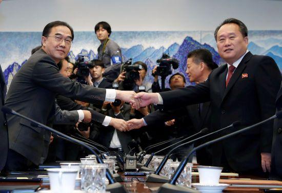 """Делегации КНДР и Южной Кореи встретились на линии разграничения. Север ожидает """"существенного результата"""""""