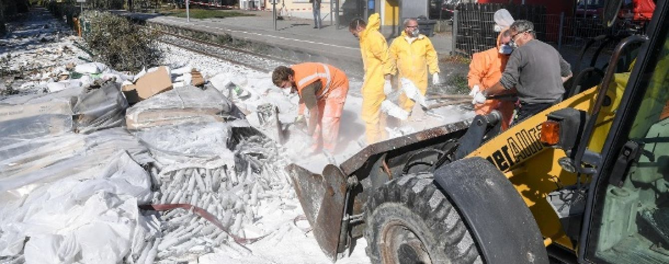 У Німеччині потяг зіткнувся з фурою, 17 постраждалих