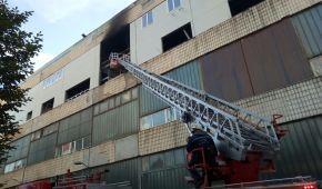 У Києві горіла будівля заводу, де має розташуватися офіс нового телеканалу нардепа Мураєва