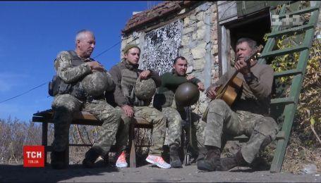 Праздник на передовой. Как военные на фронте отметили День защитника Украины