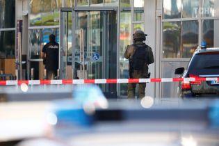 """Чоловік, який захопив заручницю на вокзалі у Кельні, заявляв про приналежність до """"ІДІЛ"""" - свідок"""