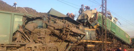 На Дніпропетровщині зіткнулись локомотиви, є загиблі