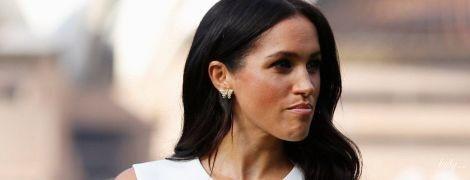 А живот уже видно: герцогиня Сассекская узким белым платьем подчеркнула свое интересное положение