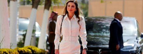 В полосатом платье и лодочках от Dior: королева Рания продемонстрировала деловой образ