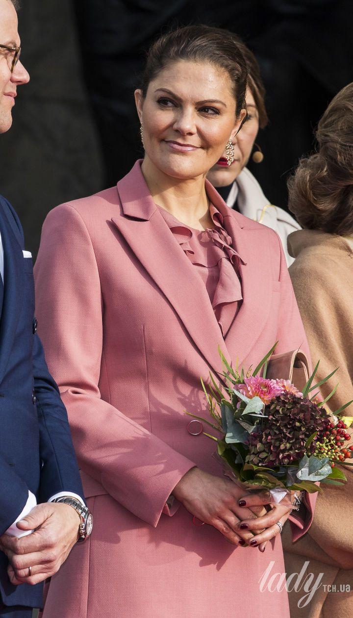 Торжественный выход: кронпринцесса Виктория и королева Сильвия удивили своими стильными образами