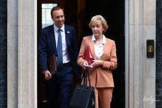 У костюмі лососевого кольору: новий образ лідера британської палати громад