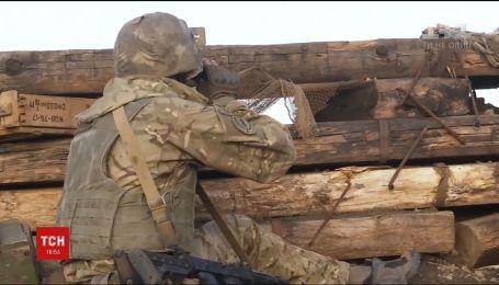 Ситуація на фронті: один український військовий загинув, троє дістали поранення