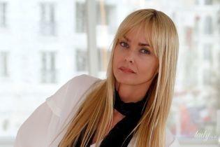 """Виглядає прекрасно: 48-річна """"дівчина Бонда"""" здивувала зовнішнім виглядом на фотоколі в Каннах"""