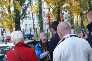 В Киеве схватили мужчину, который преследовал детей с ножом и веревками